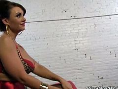 Cougar janet mason gives footjob