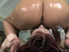 Check out this passionate lesbian scene where this horny masseuse eats her client on top of her massage table as you get a serious boner.