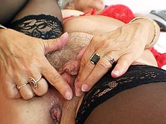Its amazing to watch an old lady smacking her hairy cunt on cam