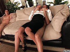 Ian Scott bangs Sindee Jennings in her mouth as hard as possible in oral action