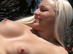 Blonde asian Macy Cartel has some time to play with her hole