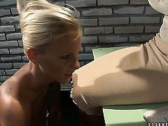 Blonde Mandy Bright and Barbie White show their love for muff in girl-on-girl action