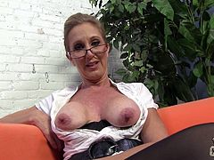 Mature Jenna Covelli demonstrates her huge boobs before the shooting. She also fondles her vagina through nylon pantyhose.