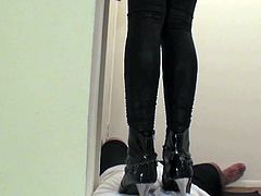 Enslaved hunk obeys babe's desires during top femdom show