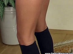 Suzie Carina is a sweet European babe. She's wearing a sporty outfit with high heels boots. She strips and then she rubs her bald pussy while sitting on the floor.