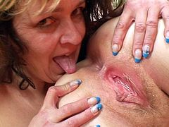 These two mature ladies are in great love with stimulating their vags