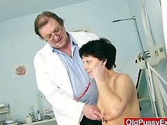 He is used to treat patients even during their period... In this gyno exam youll see: checkup vitals and breast, anal thermometer, palpation, unshaven vagina massage check and hole stretchin