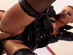 Its amazing to see nasty slut dressed in leather costume fucking so hard
