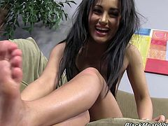 Pretty Gabriella Paltrova shows her sexy feet with a smile