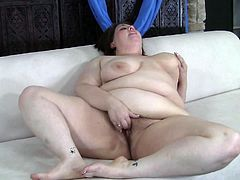 Enjoy that fat cunt getting all wet as mature babe masturbates like crazy