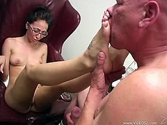 Have fun with this hot scene where the sexy Veronica Jett makes this guy with an amazing footjob that splatters her with warm cum.