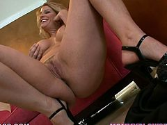 Sultry sexploitress Robbye Bentley teases with her long legs and rubs her shaved cunt. Then curvy whore fills her mouth with juicy cock giving great blowjob.