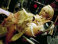 Jenna Jameson and Nikki Tyler fist and toy each other's twats