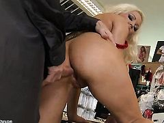 Blonde with big boobs gets the pleasure from pussy slamming with hot guy like never before