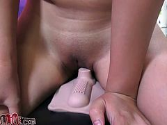 Asian porn star Evelyn Lin reaches orgasm while riding a sybian