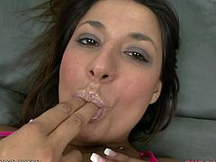 Saucy brunette babe Gigi Loren plays with her pussy before giving stout blowjob