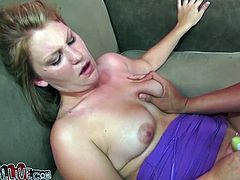 Kinky hoochie Dani Lane reaches orgasm while playing with her pussy