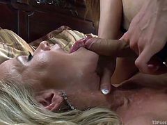 asian tranny goddess face fucks a blonde milf