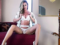 Sammi Tye is a gorgeous milf with the most amazing body you'll ever see on a hot mommy. Watch her playing with herself and showing off her physique while wearing stockings.