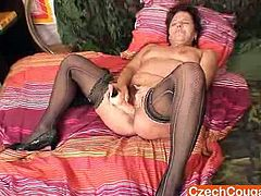 Older amateur ripe fingers herself then starts dirty piss hole muscle squeezing show