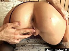 Blonde schoolgirl gets abused to the max. Her boyfriend was waiting for her with toys and rope. She got a fuck she will forever remember. Her wet pussy gets the pumping and the swelling it deserves.