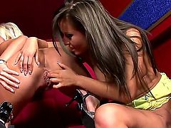 Carla Cox, Carmen and Peaches have threesome