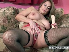 Chick Pass Amateur Network brings you a hell of a free porn video where you can see how the horny mature Sandie Marquez dildos her cunt while assuming very hot poses.