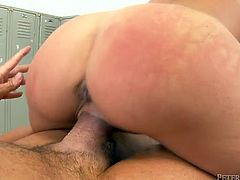 Light haired starlet with perfectly shaped body gives great blowjob to her buff boy in 69 position. The hottie shakes her jiggly ass while riding that boner in cowgirl pose.