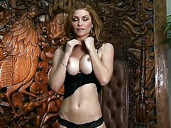 Heather Vandeven spends time dildoing her love box for camera