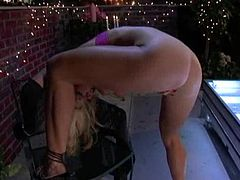 Amazingly hot Vicky Vette makes a great solo show on the roof in the middle of a night. There are some lights which create an erotic atmosphere. Vicky shows off her big boobs and fingers the pussy.
