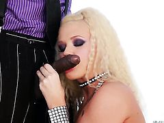 Roxy Raye gets her butt trained by Sean Michaelss stiff cock before dick sucking