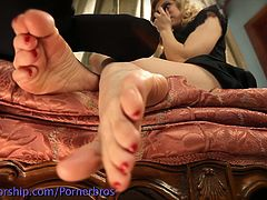 Check out two horny lesbians licking cake from each other's toes and toying their pussies with multiple toys for a nice lesbian orgasm!