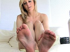 Undulating those fine feet and teasing with her naughty skills is what makes blonde's solo a truly amazing one