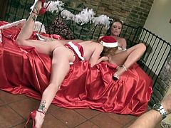 Frantic moms Silvia Saint and Tarra eat pussies on Xmas eve