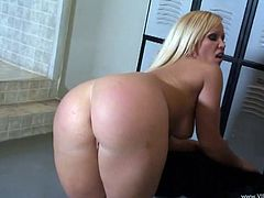 Goddess Austin Taylor Serves A Blowjob In The Locker Room