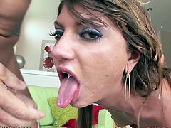 Lascivious nympho Cassandra Nix gives her lover some nice deepthroat