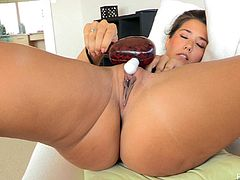 What are you waiting for? Watch this brunette babe, with natural jugs and a shaved twat, while she stimulates herself until she has an orgasm.