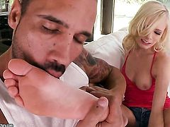Blonde Elaina Raye makes her sex dreams a reality