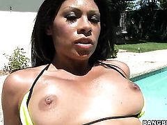 Latin Cassandra Cruz with bubbly butt feels intense sexual while giving handjob