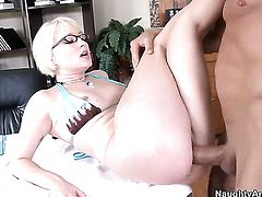 Billy Glide gets pleasure from fucking slutty Nora Skyys love box