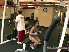 London Keyes gets some help with her exercises from her fitness trainer. She could thank him in many ways, but she chooses to give him a nice blowjob instead.