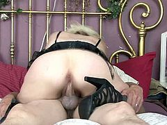 Light haired bitch with nice ass gives a great blowjob to her BF
