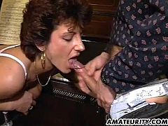 A naughty mature amateur housewife homemade hardcore threesome with blowjob and fuck and facial cumshots !