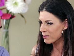 Sex-starved MILF India Summer gives hot blowjob to her lover
