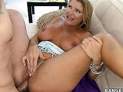 Robbye Bentley just needs her overwhelming sexual desire to be fulfilled after handjob