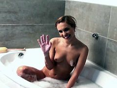 Solo beauty Jenny Appach poses in the bath