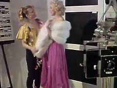 Gorgeous blonde actress gives stout blowjob in arousing retro porn video