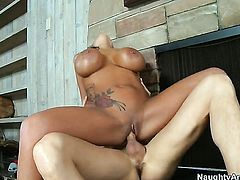 Sienna West with big jugs and bald bush is a slut who knows what to do with Richie s erection