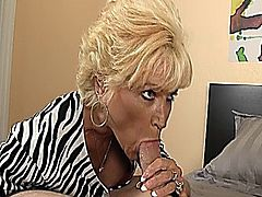 Hot Granny Sucking Dick Like a Pro & Taking a Facial