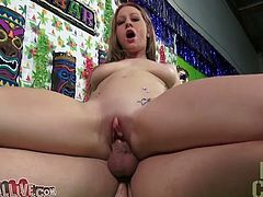 Young jiggly beauty Lizzy London rides dick in reverse way before mishfuck